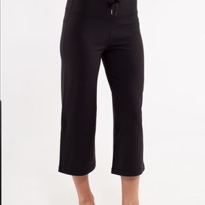 LULULEMON Relaxed Fit Crop II Size 10